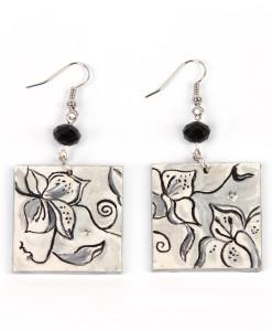 Orecchini dipinti a mano – Fiori in bianco e nero