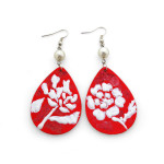 Orecchini dipinti a mano – White on red