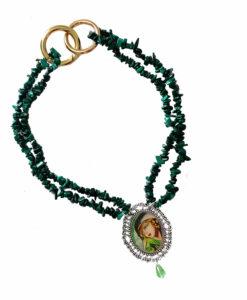 Collana dipinta a mano – Ragazza in verde di De Lempicka