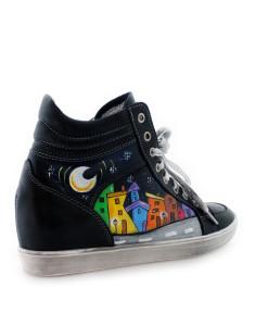 Scarpe sneakers dipinte a mano – Cartoon city night