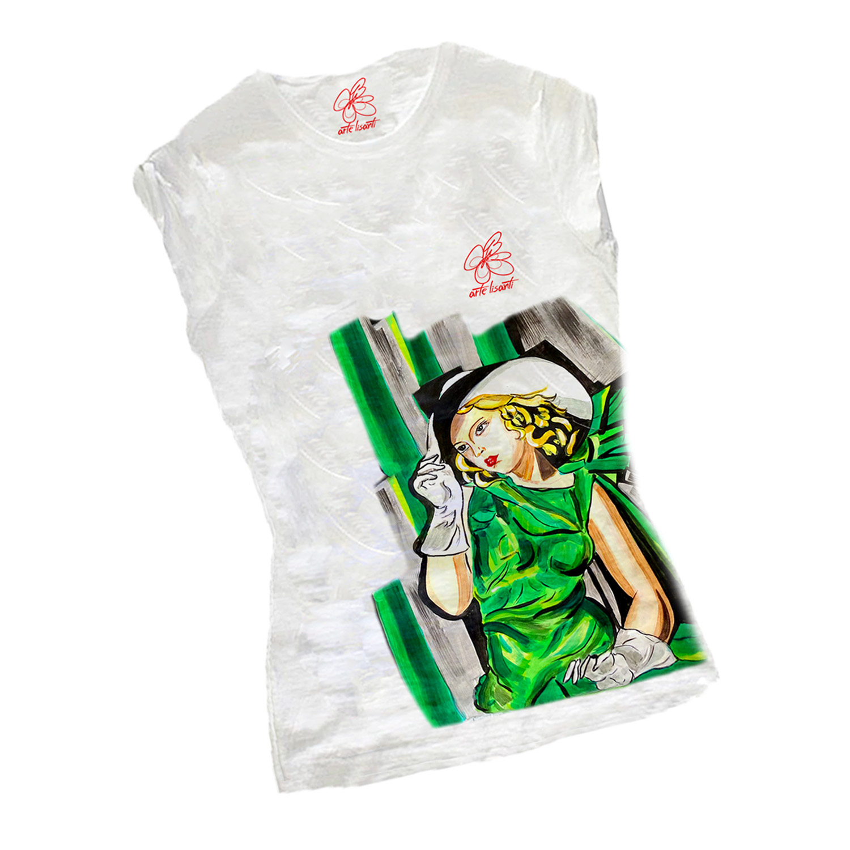 T-shirt dipinta a mano – Ragazza in verde di De Limpicka