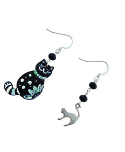 Hand-painted earrings - Black and white kitten