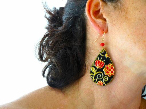 Orecchini in ceramica dipinta a mano – Gocce fiori rossi ceramica di Vietri